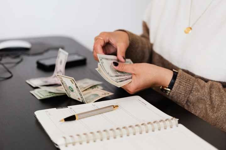 2 Ways to Make Money with$100